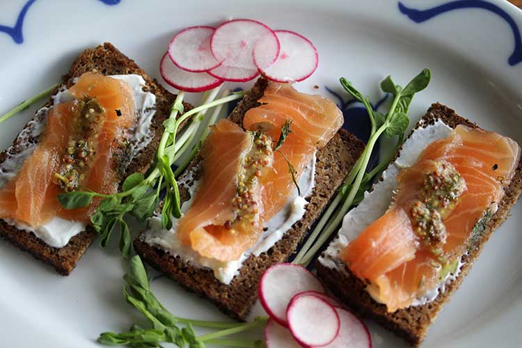 Gravlax Recipe - Swedish Cured Salmon - Hilah Cooking