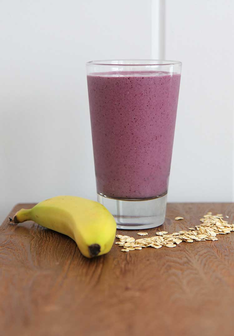 Berry Banana Oat SmoothieHilah Cooking
