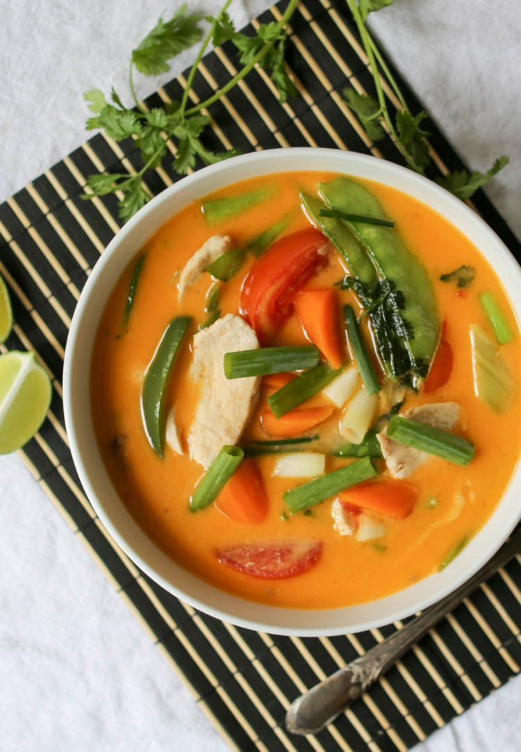 Easy coconut curry, Thai style, made with chicken or tofu and a few easy-to-find ingredients