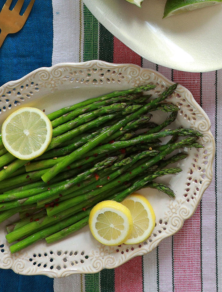 oven-roasted asparagus with chili oil and lemon - simplest way to prepare fresh asparagus